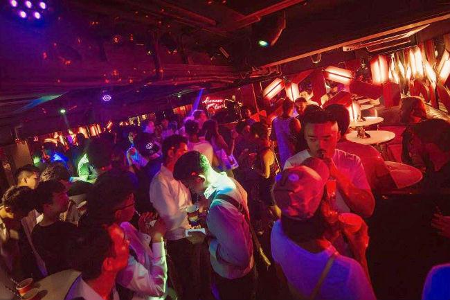 gay-nightclub-3